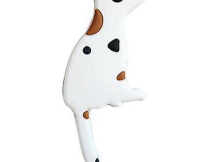 כלב לבן מגנטי | מגנט למקרר | מחזיק מפתחות | כלב מנוקד מגנטי | נקודות חומות