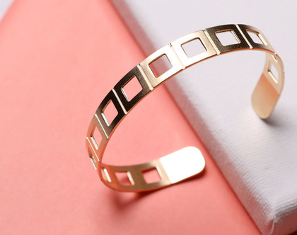 שרשרת וצמיד מעוצבים מזהב /סט שרשרת וצמיד עדינים זהב / סט תכשיטים זהב עבודת יד / צמיד נחש / מתנה ליום נישואין / מתנה לאישה