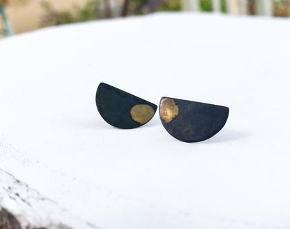 עגילי חצי בשחור וזהב   כסף מושחר   כתם זהב 18 קראט   עגילים צמודים   שיק