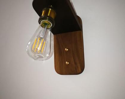 """מנורת קיר דקורטיבית """"דגם איתי"""" מעץ אגוז מלא ."""
