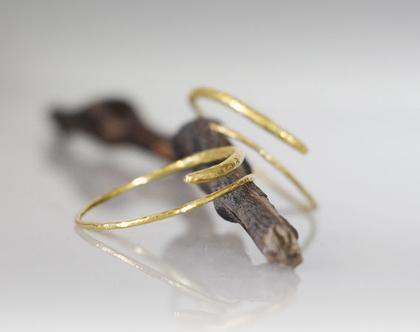 עגילי זהב תלויים מרוקעים