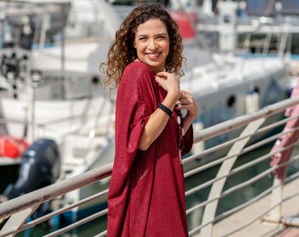 שמלת אוברסייז בצבע בורדו, שמלה מנצנצת עם מחשוף סירה, שמלת קימונו, שמלה עם שרוול עטלף, שמלה יפה לחג, לערב או ליום יום