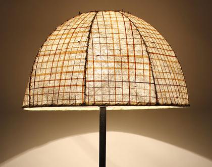 מנורת ברונזה גדולה של האמנית אילנה גור