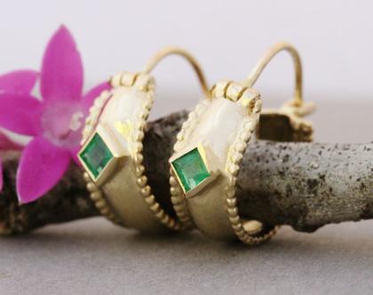 עגילי חישוק אמרלד, עגילי זהב אמיתי ,עגילי זהב מעוצבים, עגיל חישוק מיוחדים, אבן חודש מאי, עגילים לכלה, עגילים עדינים, עגילי וינטאג'