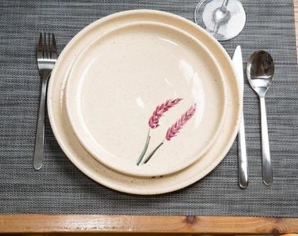 שתי צלחות שיבולים שמחות עשויות קרמיקה עבודת יד (מיוצר לפי הזמנה)