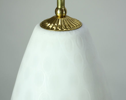 מנורת מכתשים וינטאג׳ית לבנה