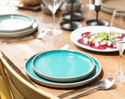 צלחת מנה עיקרית וצלחת מנה ראשונה בצבע טורקיז עמוק. צלחות קרמיקה עבודת יד (מיוצר לפי הזמנה)