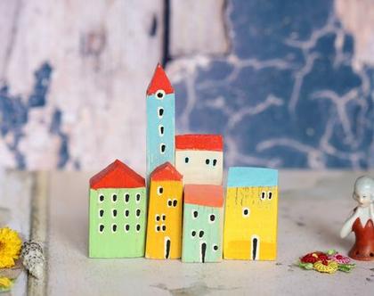 סט של בתי עץ בודדים. פסל קטן למדף. בתים מיניאטורים. עץ ממוחזר. בתים קטנים מעץ. עיצוב הבית. עיצוב החדר. בית מיניאטורות. בתי עץ בתפזורת.