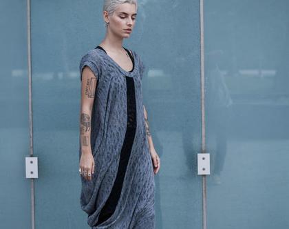 חדש! שמלה אפורה אסימטרית, פס שחור באמצע קידמי וגב. סריגה מיוחדת