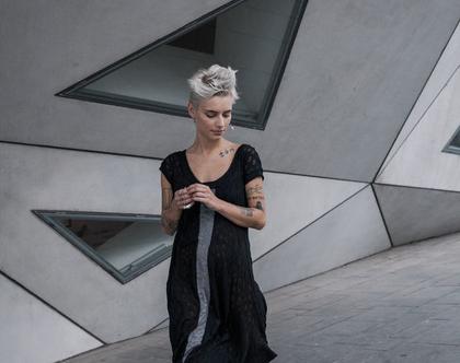 חדש! שמלה שחורה אסימטרית, פס אפור באמצע קידמי וגב. סריגה מיוחדת