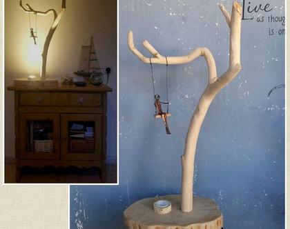 מנורה מעוצבת מעץ וברזל