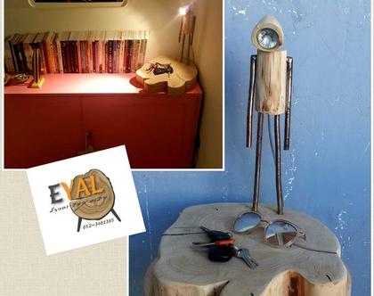 מנורה מעוצבת מעץ טבעי בשילוב ברזל