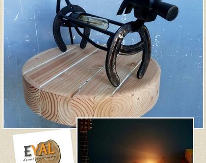 מנורת שולחן מעוצבת מפרסות ופרזול