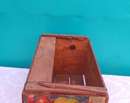 ארגז עץ ישן מקורי עם מדבקת הפירסום