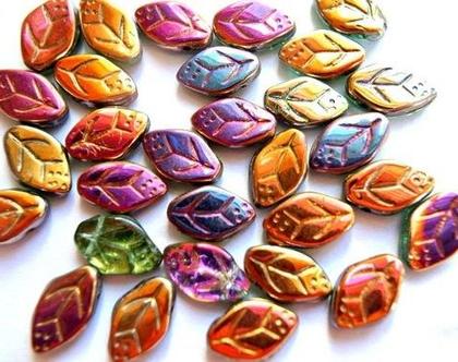 """חרוזי זכוכית בצורת עלים בצבעי כתום סגול, חרוזים צ'כים 13X8מ""""מ"""