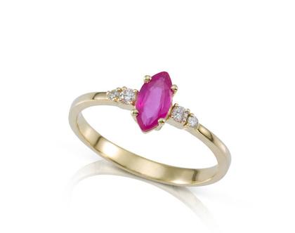 טבעת אירוסין, טבעת רובי ויהלומים, טבעת זהב ורובי, טבעת אירוסין מיוחדת, טבעת זהב עדינה