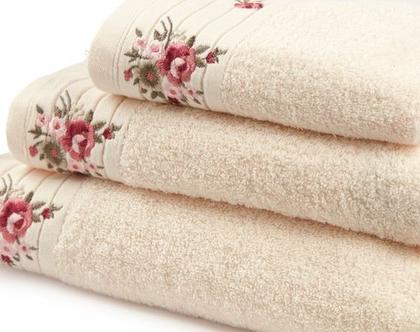 מגבת רקמת פרחים – אופוויט