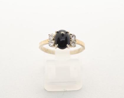 """טבעת כסף בשילוב זהב """"אנה"""" משובצת אבן חן אוניקס ואבן וזרקוניה."""