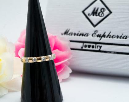 טבעת כסף בשילוב זהב זרקונים קטנים.