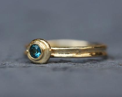 טבעת אירוסין, טבעת טופז, טבעת מיוחדת, טבעת זהב צהוב, סט טבעות לאישה, מתנה לאישה, טבעת אירוסין מיוחדת, סט טבעות נישואין זהב