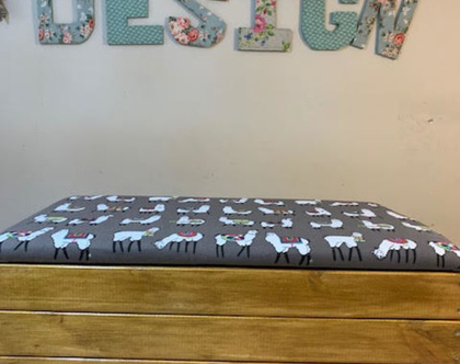 ספסל אחסון - ארגז אחסון בד למה ארגז מגוון ערמוני בעל מושב מרופד מתרומם מתנייד על גלגלים - אורך 70 סמ