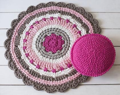שטיח סרוג עגול בגוונים אפור וורוד לבן