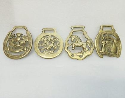 לוט 4 אורנומנטים וינטג' אמיתי לקישוט סוסים וכמובן לתליה על קיר נגד עין רעה ומזל עשויים פליז / ברונזה