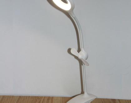 מנורת קליפס שולחני הכוללת מאוורר