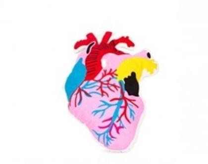 KK כרית בצורת לב אנושי