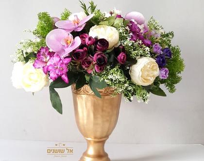 סידור פרחים מלאכותיים באגרטל זהב