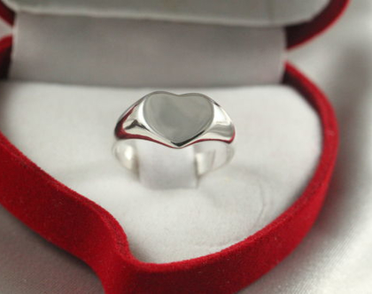 טבעת לב כסף | טבעת לב כסף 925 | טבעת זהב עדינה | טבעת אהבה קלאסית | טבעת חותם מכסף | טבעות כסף מעוצבת | טבעת מעוצבת | כסף 925