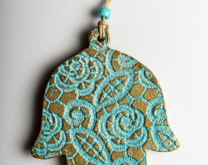 """חמסה מרוקעת שושנים - עבודת יד ישראלית,מתנה קטנה ומקסימה,חמסה מעוצבת,חמסה עבודת יד,חמסה לבית,חמסות מיוחדות,מתנה לאורחים מחו""""ל."""