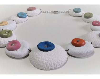 שרשרת בגווני לבן, שרשרת צבעונית, שרשרת מרשימה, שרשרת מיוחדת ויחידה. שרשרת קלה. המחיר כולל משלוח.