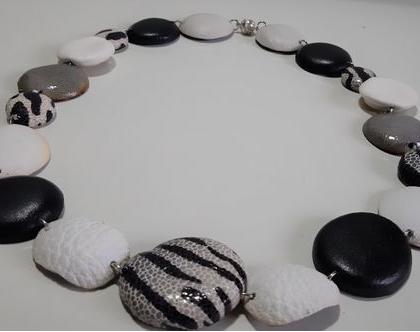 שרשרת שחור לבן. שרשרת עם נוכחות, שרשרת לבנה, שרשרת מיוחדת. שרשרת מעוצבת. מתנה לאישה. המשלוח כלול במחיר