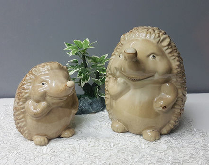 עיצוב לבית, חיות, פסל חיה, קופת חיסכון, קיפודים, עיצוב לשולחן, מתנה לחג, זוג קיפודים קופת חיסכון