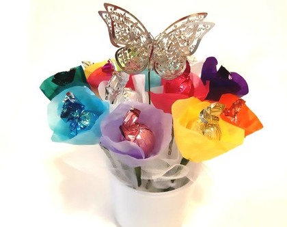 זר שוקולד צבעוני פרחוני- זר שוקולד – זר שוקולד מעוצב – זר פרחי שוקולד צבעוני – זר שוקולד מתנה – זר פרחים משוקולד למתנה