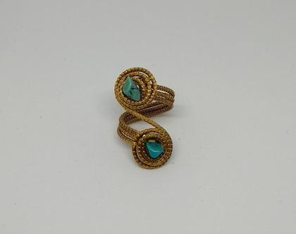 טבעת עם אבנים כחולות