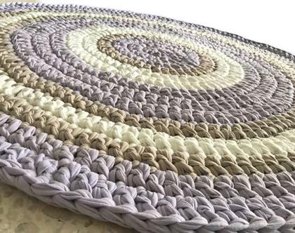 שטיח סרוג לחדר הילדים, שטיח סרוג בצבעים בהירים ומלטפים של סגול לבנדר, שמנת, בג'
