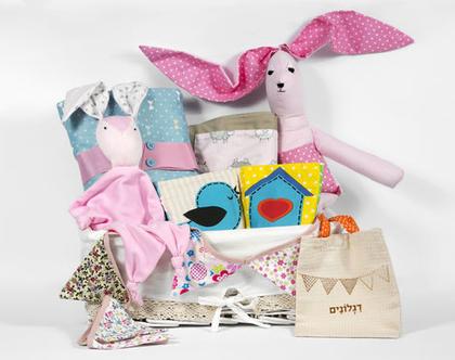 מארז מתנה ללידה, מארז מתנה ליולדת, סלסלת מתנה לתינוקת, מוצרי טקסטיל לתינוקות