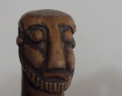 """מקל הליכה עץ מקל סבא אפריקאי שבטי עתיק גילוף יד פריט אספנות נדיר באורך 83 ס""""מ אמנות אפריקאית"""