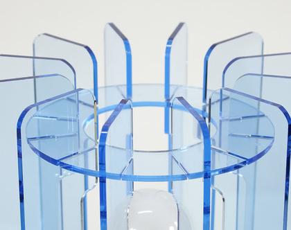 מנורת שולחן גיאומטרית גדולה בצבע תכלת