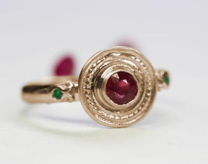 טבעת זהב אדום, טבעת אירוסין רובי, טבעת אירוסין זהב אדום, טבעת זהב ואבני חן, טבעת אירוסין עבודת יד, טבעת אירוסין מיוחדת, טבעת אירוסין מעוצבת