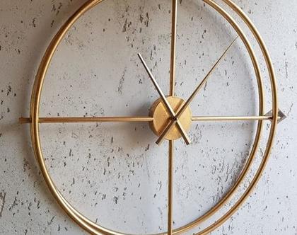 שעון חלול מוזהב עם מסגרת כפולה