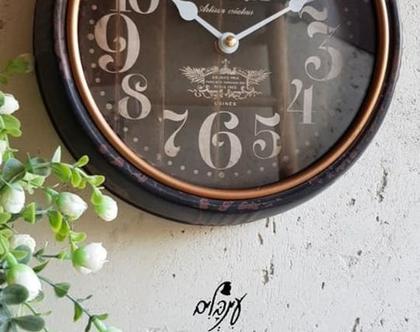 שעון קיר שחור עם פס ברונזה
