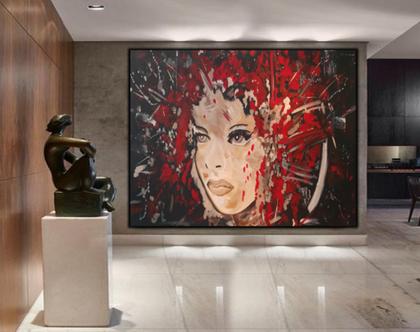 מבט פשוט - יצירהאבסטרקטית בעבודת יד של פני אישה עם הזלפות צבע בגוונים אדומים