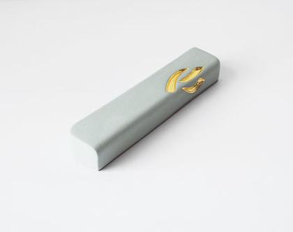 בית מזוזה לקלף 20 ס״מ, בצבע טורקיז בהיר ובעיטור זהב 24K, מזוזות מעוצבות לבית, בית מזוזה לכניסה לבית, בית מזוזה מהודר, מתנה לחתונה, בית חדש