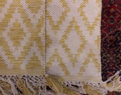 שטיח 300×200 - 10% הנחה ברכישה טלפונית - שטיח כותנה עם דוגמאות גאומטריות מודפסות בצבעים צהוב ובז' עשוי כותנה