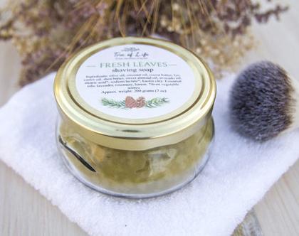 סבון גילוח טבעי וטבעוני בצנצנת בעבודת יד עם שמנים צמחיים, שמנים אתריים, חימר קאולין ושיבולת שועל