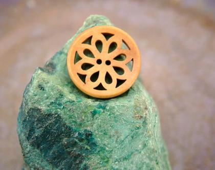 """6 כפתורי עץ עגולים עם עיצוב פנימי של פרח גודל 23 מ""""מ"""