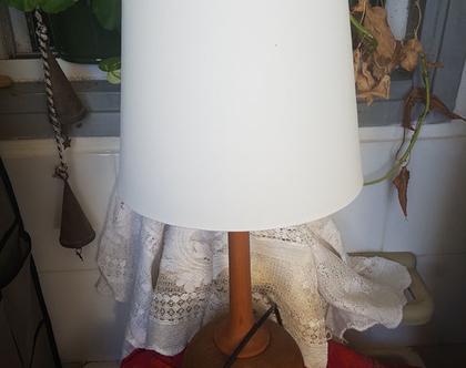 מנורת שולחן עץ מלא עם אהיל לבן